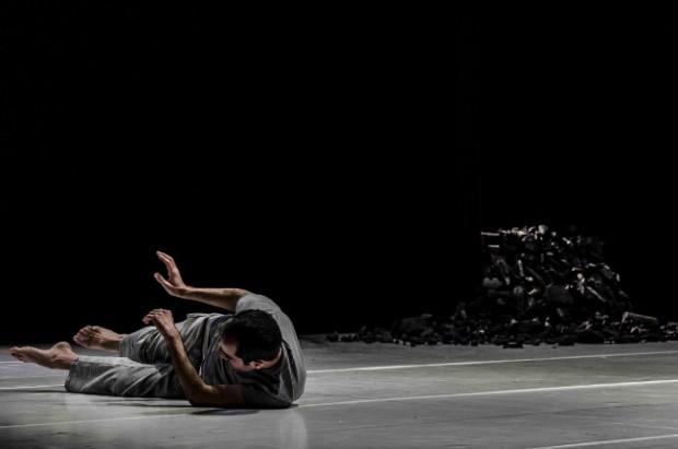 """""""Mi juez interno no me permite levantar la cabeza cuando bailo. Por lo general miro al suelo"""", Daniel Abreu. © Gabriel F."""