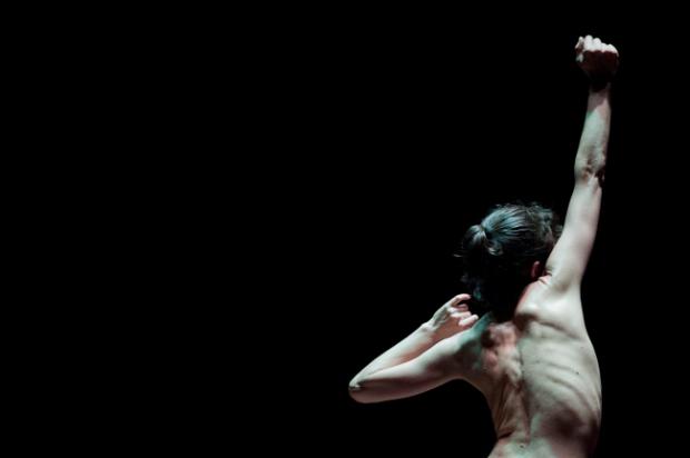 `Bailarina de fondo en concierto´, de Tania Arias. © Susana Paiva